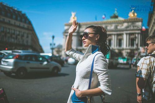 Hồng Quế diện măng tô giản dị dạo chơi Paris - Ảnh 1
