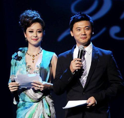 Jennifer Phạm làm MC đêm chung kết Hoa hậu Việt Nam 2014 - Ảnh 1