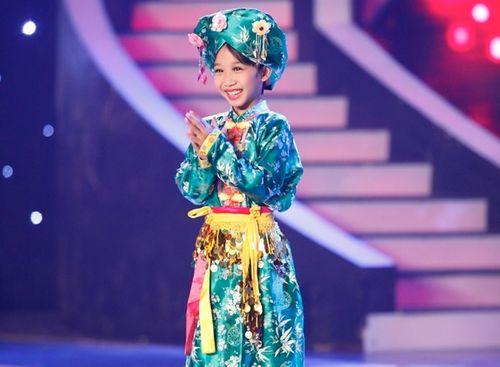 Bé 8 tuổi hát múa hầu đồng vào chung kết Vietnam's Got Talent - Ảnh 1