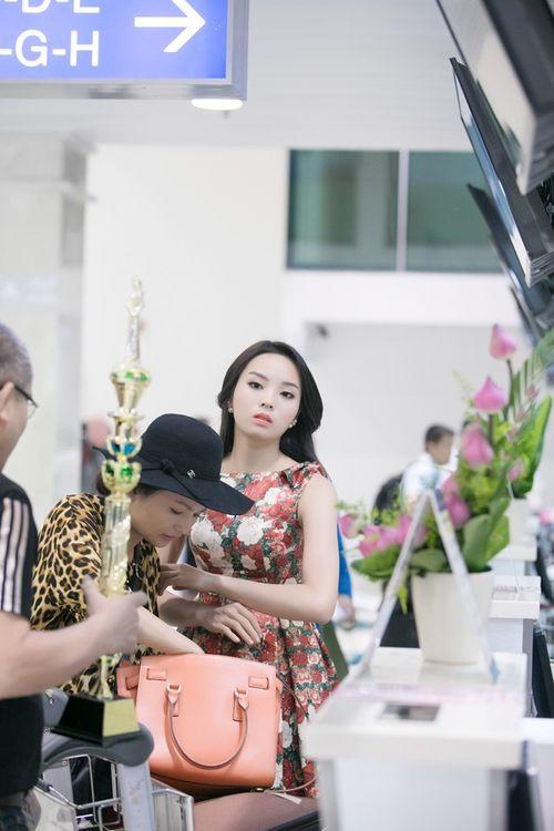 Hoa hậu Kỳ Duyên trở về quê Nam Định sau đăng quang - Ảnh 4