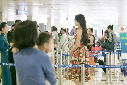 Hoa hậu Kỳ Duyên trở về quê Nam Định sau đăng quang - Ảnh 7