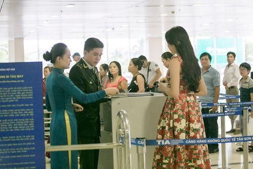 Hoa hậu Kỳ Duyên trở về quê Nam Định sau đăng quang - Ảnh 8