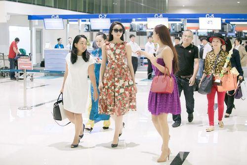 Hoa hậu Kỳ Duyên trở về quê Nam Định sau đăng quang - Ảnh 1