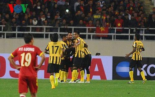 Việt Nam 2-4 Malaysia: Gục ngã trước ngưỡng cửa thiên đường - Ảnh 1