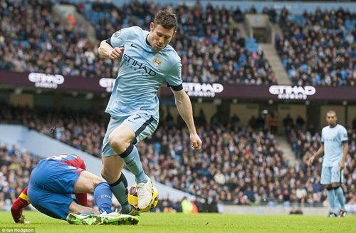 Man City hủy diệt Crystal Palace 3-0, HLV Pellegrini thách thức Chelsea - Ảnh 1