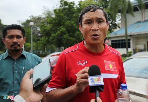 ĐT Việt Nam sợ bị CĐV Malaysia chiếu laser, ném pháo sáng - Ảnh 1