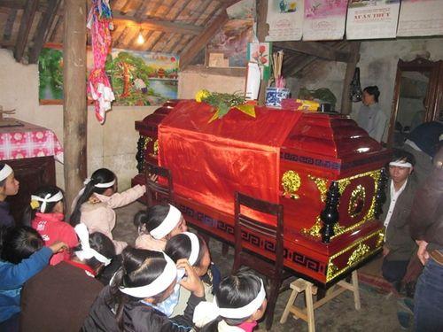 Nước mắt tuôn rơi bên thi hài chiến sĩ hy sinh tại Trường Sa - Ảnh 3
