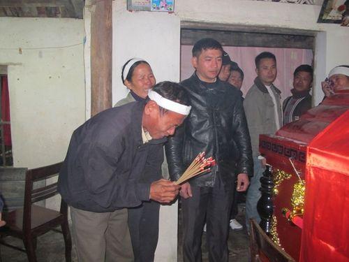 Nước mắt tuôn rơi bên thi hài chiến sĩ hy sinh tại Trường Sa - Ảnh 5