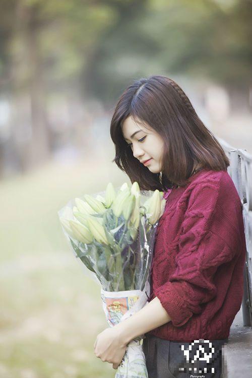 """Nhan sắc hot girl Kiến Trúc vừa đệm đàn vừa hát """"Để mãi có nhau"""" - Ảnh 5"""