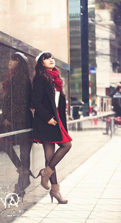 """Nhan sắc hot girl Kiến Trúc vừa đệm đàn vừa hát """"Để mãi có nhau"""" - Ảnh 4"""