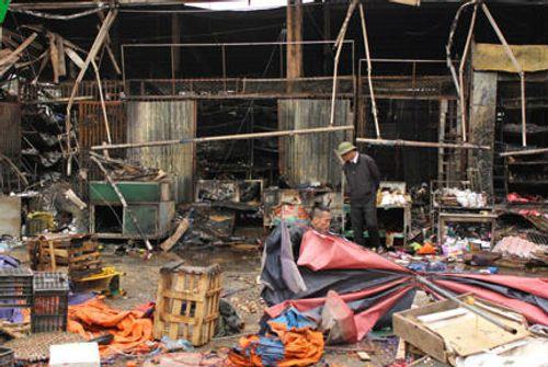 Cháy chợ Nhật Tân: Nguyên nhân do chập điện - Ảnh 2