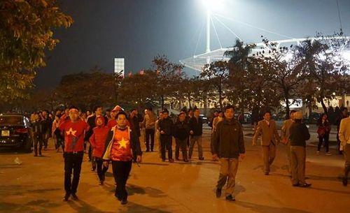"""Việt Nam 2-4 Malaysia: Dân mạng """"khóc"""" vì ĐT Việt Nam thất bại - Ảnh 1"""