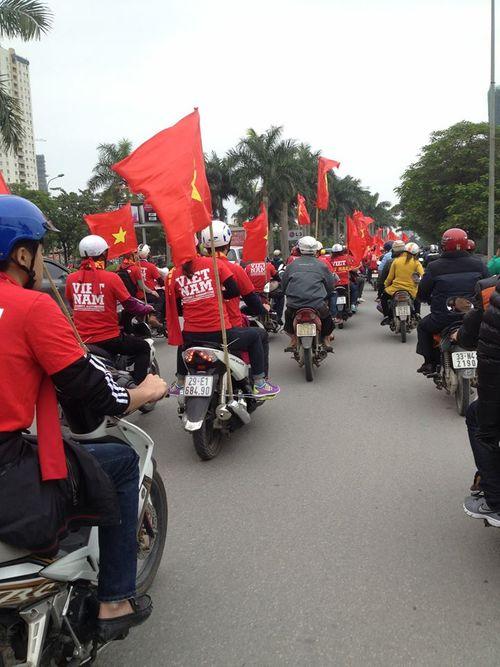 """Việt Nam – Malaysia: Dân mạng """"sắm"""" gì đi xem bán kết? - Ảnh 4"""