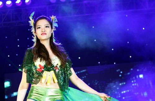 """30 nữ sinh ĐH Thăng Long hóa """"thiên thần"""" nóng bỏng - Ảnh 5"""