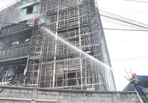 Cháy lớn tại ĐH Công nghệ Đồng Nai: Phòng thực hành bị thiêu rụi - Ảnh 2