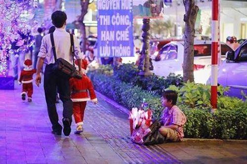 Lặng người suy ngẫm những khoảnh khắc trong đêm Noel - Ảnh 1