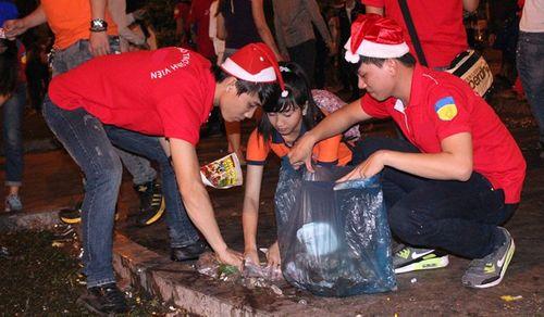 Lặng người suy ngẫm những khoảnh khắc trong đêm Noel - Ảnh 6
