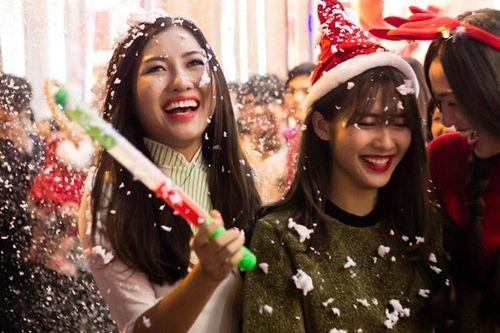 Các hot girl làm gì trong đêm Giáng sinh? - Ảnh 3