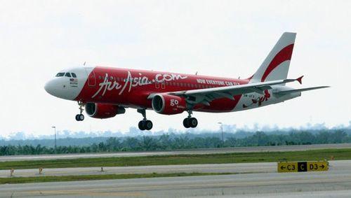 Máy bay AirAsia mất tích: Từ lo lắng chuyển sang cầu nguyện - Ảnh 1