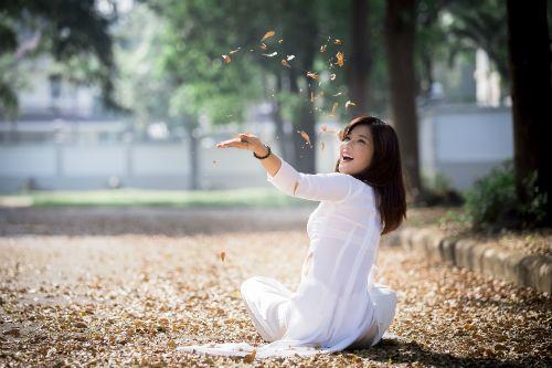 Hot girl Hoàng Yến Chibi đẹp tinh khôi trong tà áo dài - Ảnh 5