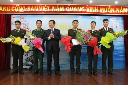 """Trao giải cuộc thi """"Tìm hiểu pháp luật về biển đảo Việt Nam 2014"""" - Ảnh 5"""