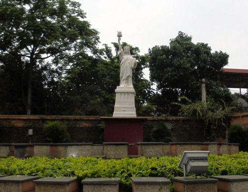 Vườn tượng tiền tỷ của đại gia học làm quý tộc - Ảnh 6
