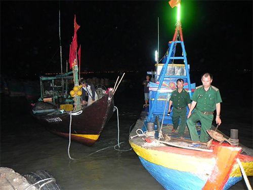 Cứu hộ thành công 5 thuyền viên gặp nạn trên biển Vũng Tàu - Ảnh 1