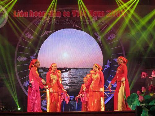 Khai mạc Liên hoan dân ca Việt Nam khu vực Bắc Trung Bộ 2015 - Ảnh 5