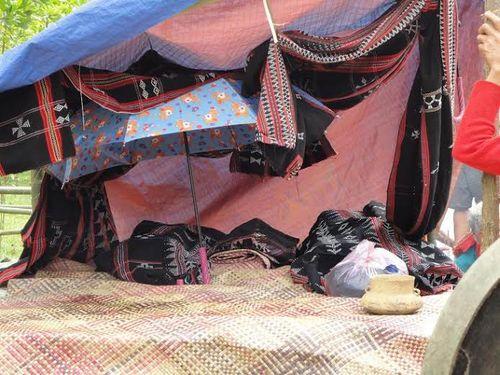 Kỳ bí lễ bỏ mả của đồng bào dân tộc Ka Tu ở miền Tây xứ Huế - Ảnh 2