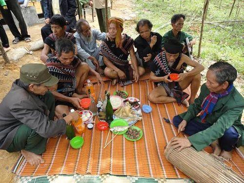 Kỳ bí lễ bỏ mả của đồng bào dân tộc Ka Tu ở miền Tây xứ Huế - Ảnh 10