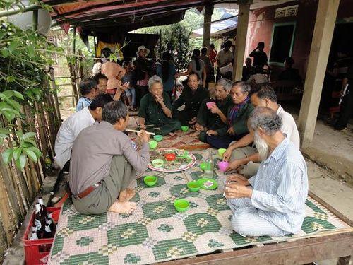 Kỳ bí lễ bỏ mả của đồng bào dân tộc Ka Tu ở miền Tây xứ Huế - Ảnh 4