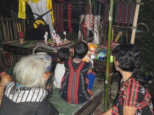 Kỳ bí lễ bỏ mả của đồng bào dân tộc Ka Tu ở miền Tây xứ Huế - Ảnh 5