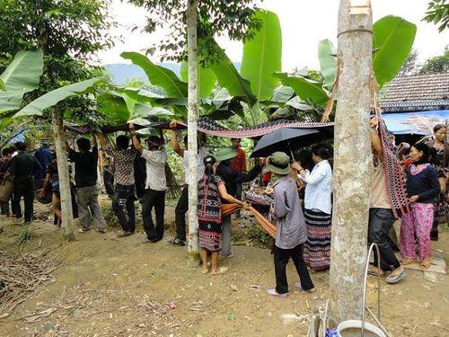 Kỳ bí lễ bỏ mả của đồng bào dân tộc Ka Tu ở miền Tây xứ Huế - Ảnh 8