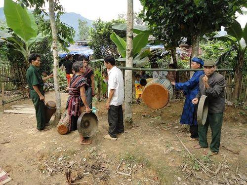 Kỳ bí lễ bỏ mả của đồng bào dân tộc Ka Tu ở miền Tây xứ Huế - Ảnh 9