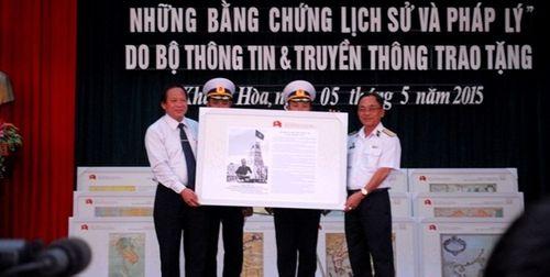 Học viện Hải Quân nhận hơn 100 tài liệu về chủ quyền Hoàng Sa –Trường Sa - Ảnh 1