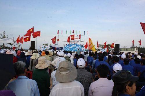 Quảng Trị: Hàng ngàn người tham gia triển lãm ảnh tuyên truyền về biển đảo - Ảnh 1