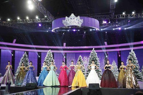 Hoa khôi Áo dài Việt Nam: Top 12 lộng lẫy chúc mừng Giáng sinh - Ảnh 2