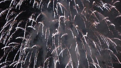 TP. HCM bắn pháo hoa chào mừng ngày giải phóng - Ảnh 9