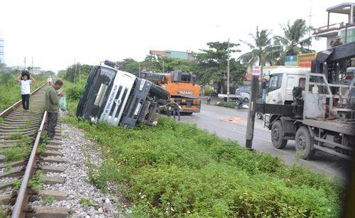 Quảng Ninh: Xe biển xanh đâm chết người qua đường - Ảnh 1