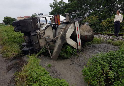 Quảng Ninh: Xe biển xanh đâm chết người qua đường - Ảnh 3