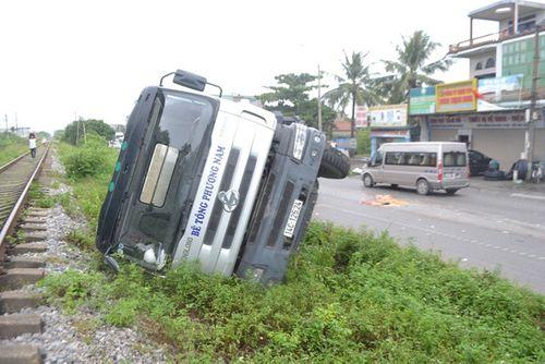 Quảng Ninh: Xe biển xanh đâm chết người qua đường - Ảnh 4