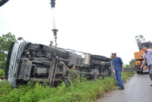 Quảng Ninh: Xe biển xanh đâm chết người qua đường - Ảnh 6