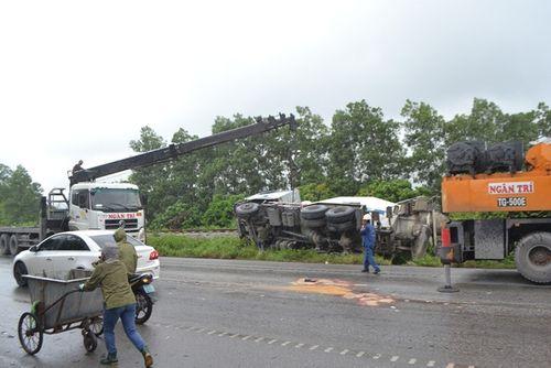 Quảng Ninh: Xe biển xanh đâm chết người qua đường - Ảnh 7