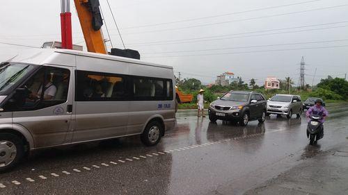 Quảng Ninh: Xe biển xanh đâm chết người qua đường - Ảnh 8
