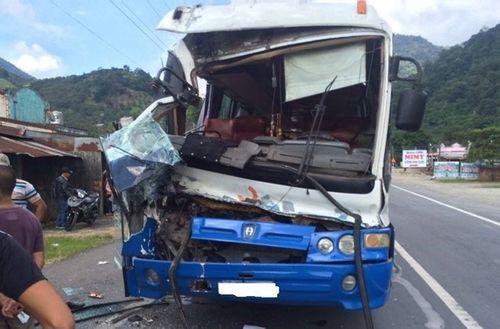 Phạt xe khách được xe tải cứu trên đèo Bảo Lộc 10,5 triệu - Ảnh 1