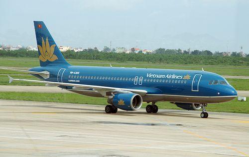Vietnam Airlines hủy, điều chỉnh giờ 5 chuyến bay do bão số 5 - Ảnh 1