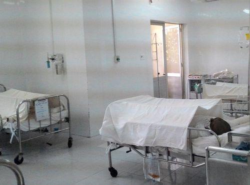 Gia đình 5 người suýt bị thiêu sống trong căn phòng trọ - Ảnh 1