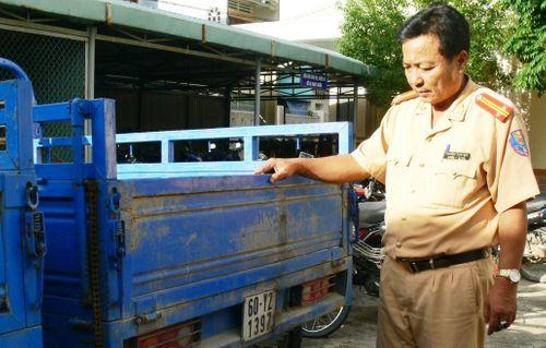 Tạm giữ 21 xe ba gác máy Trung Quốc dùng biển số giả - Ảnh 1