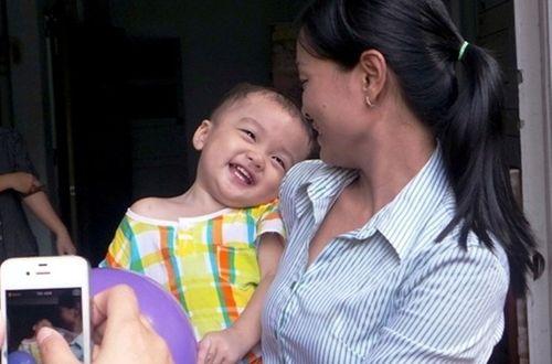 Bé trai 2 tuổi bị bỏ rơi: Trưng ảnh chứng minh là người thân - Ảnh 1