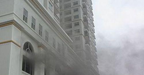 Cháy chung cư dát vàng 6 sao ở Hà Nội - Ảnh 1